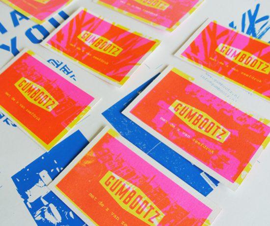 Kleuren visitekaartjes Gumbootz aan het testen